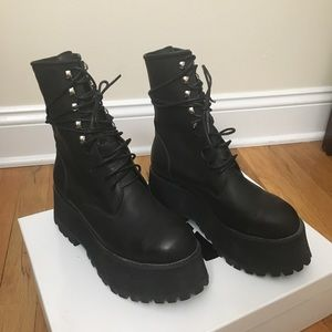 Unif Armada boots size 6